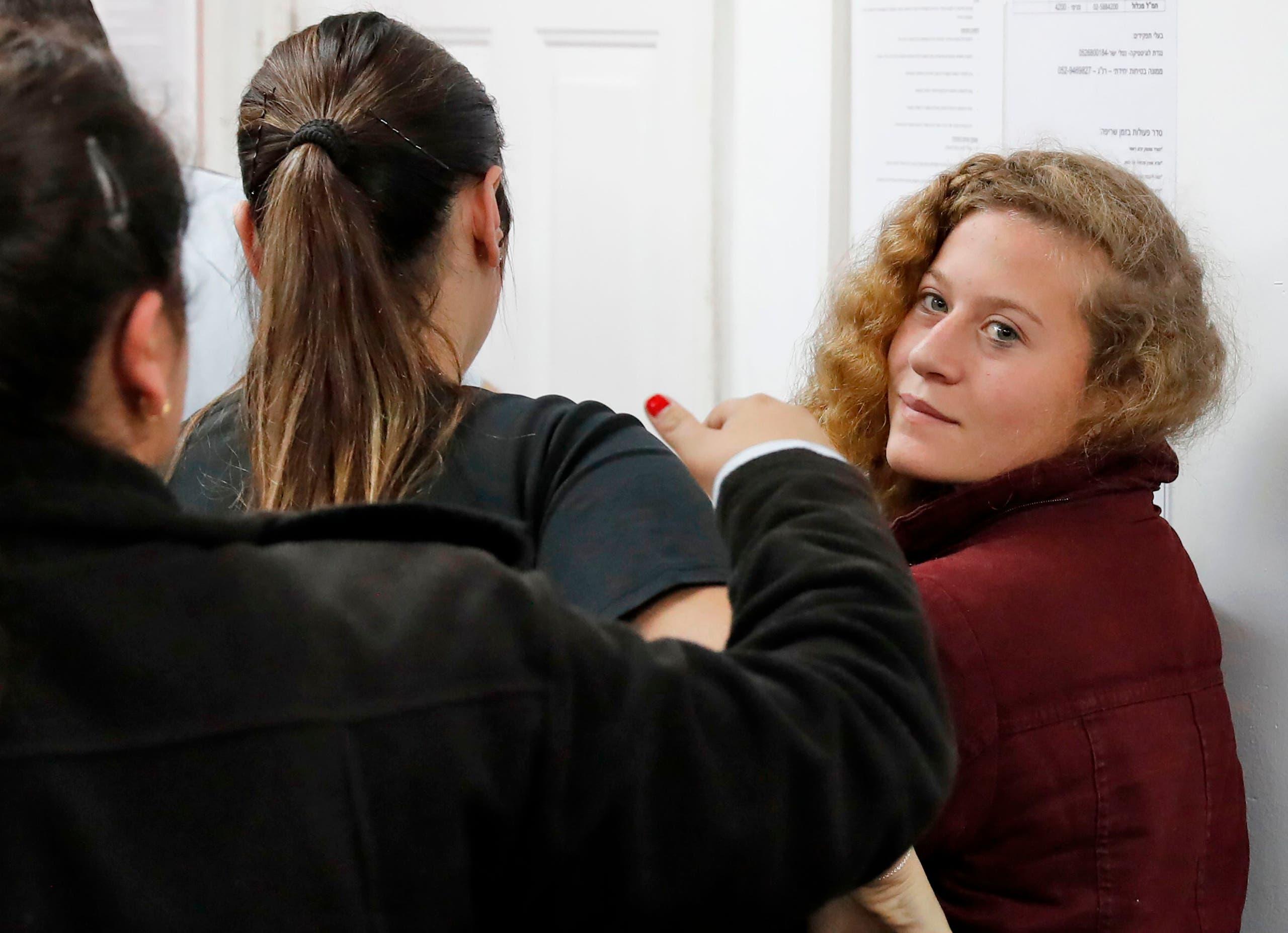 عهد التميمي أثناء مثولها أمام المحكمة الإسرائيلية
