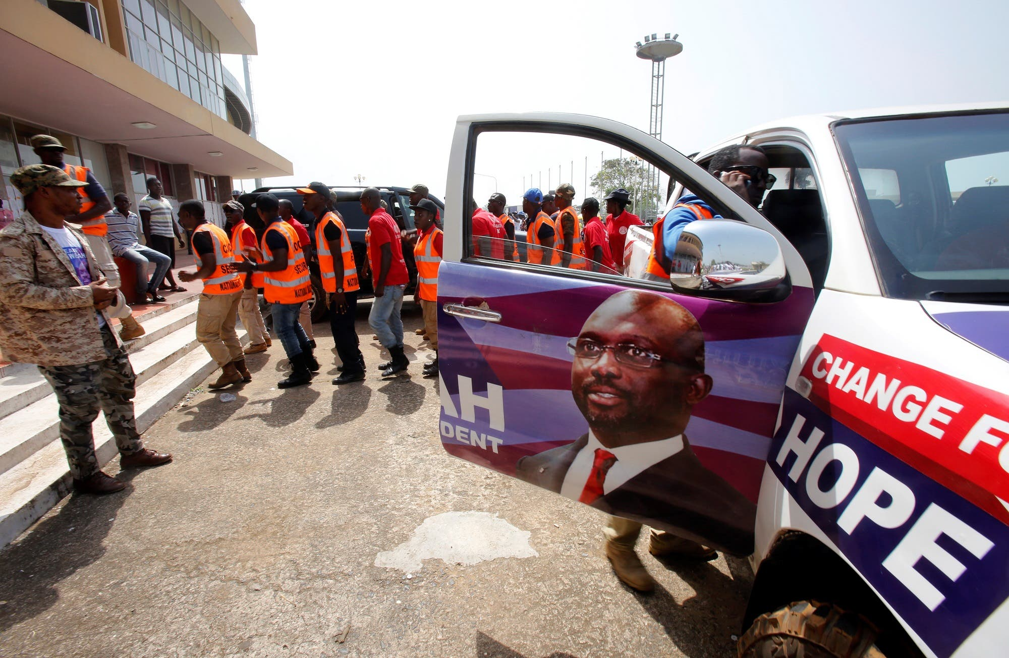 Supporters of George Weah arrive for their party's presidential campaign rally in Monrovia on December 23, 2017. (Reuters)