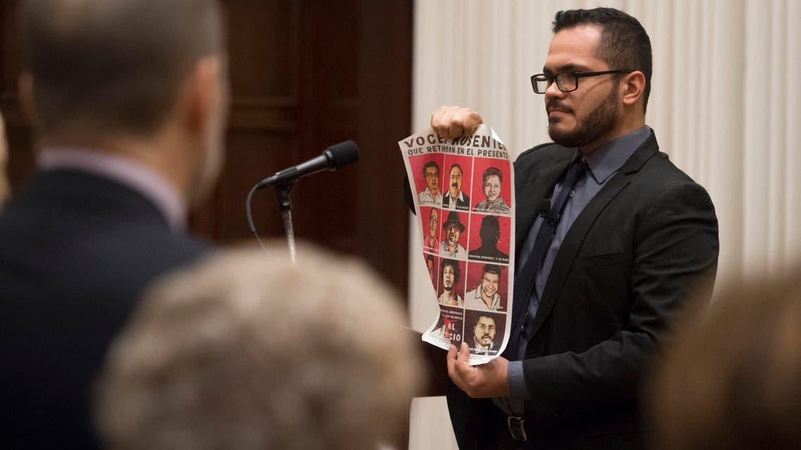 صحافي مكسيكي يعرض أسماء زملاء له مفقودين
