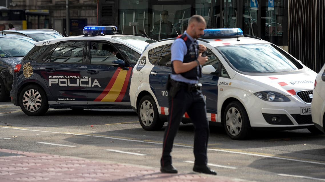 A Spanish police vehicle is parked next to a car of the Catalan regional police force Mossos d'Esquadra outside the Catalan police headquarters in Barcelona on October 31, 2017. Spain's Civil Guard police force searched the headquarters of Catalonia's regional police, the Mossos d'Esquadra, in a probe centred on the outlawed independence referendum on October 1, a spokesman said. Josep LAGO / AFP