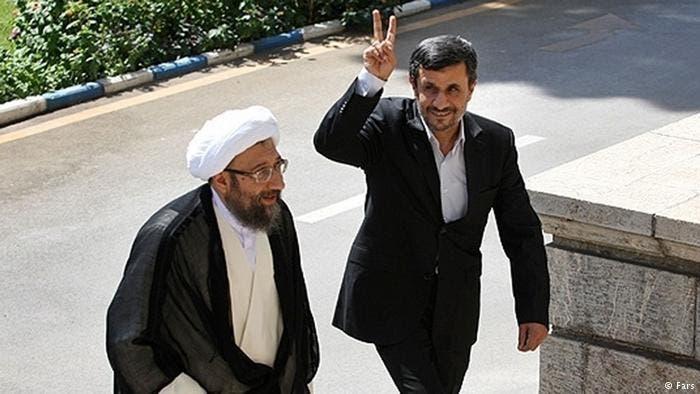 الرئيس الايراني السابق أحمدي نجاد و رئيس القضاء صادق لاريجاني