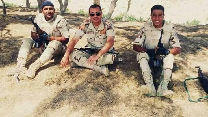 العقيد أحمد الكفراوي الذي قتل في هجوم إرهابي بئر العبد يتوسط الصورة