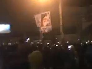 متظاهرون يمزقون صور خامنئي بطهران ويرددون: الموت لك