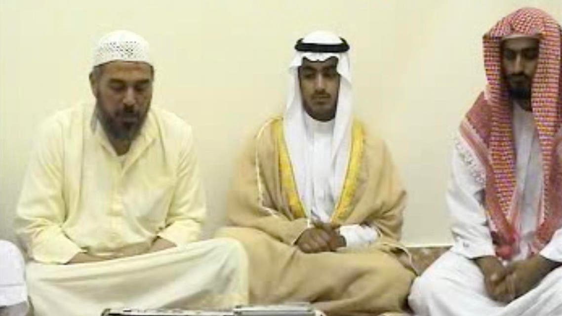حمزة بن لادن (وسط) خلال حفل زفافه (فرانس برس نقلاً عن السي آي إيه) 3