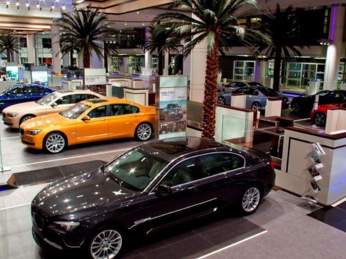 وكالات سيارات إماراتية تتحمل الضريبة وتثبت الأسعار