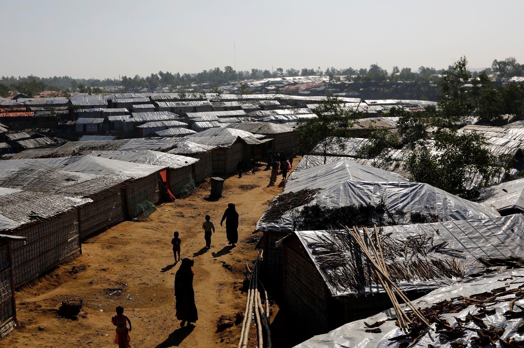 Rohingya refugees walk inside Kutupalong refugee camp near Cox's Bazar, Bangladesh January 8, 2018. (Reuters)