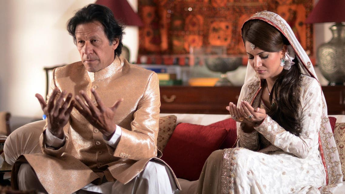 Imran Khan and Reham Khan pray during their wedding ceremony in Islamabad on January 8, 2015. (AFP)