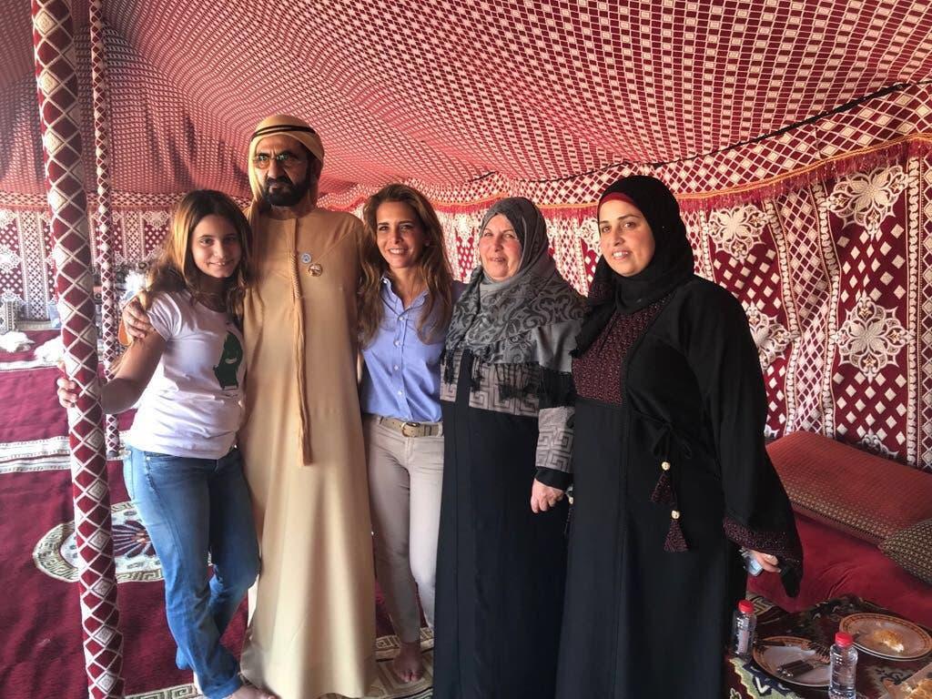 محمدبن راشد و همسرش هیا دختر ملک حسین پادشاه فقید اردن در دیدار با خانواده الکساسبه