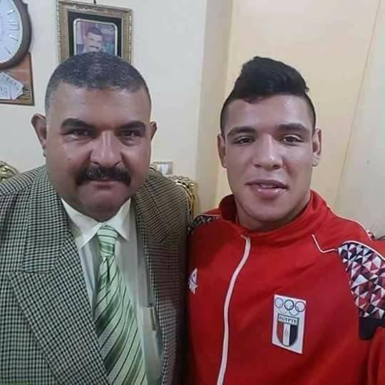 عبداللطيف مع والده