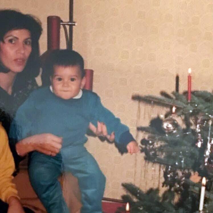 لاندباور به همراه مادر ایرانیاش