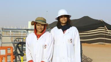 ماذا تفعل فتاتان هنديتان في مهرجان للإبل بالرياض؟