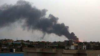 الدخان يتصاعد في العاصمة الليبية في اشتباكات سابقة - أرشيفية