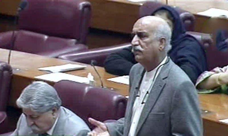 قومی اسمبلی میں  قائد  حزب اختلاف خورشید احمد شاہ  اظہار خیال کرتے  ہوئے۔