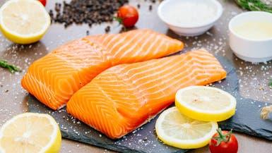 اتهام لسمك السلمون بطفرة كورونا.. الصحة العالمية تحقق