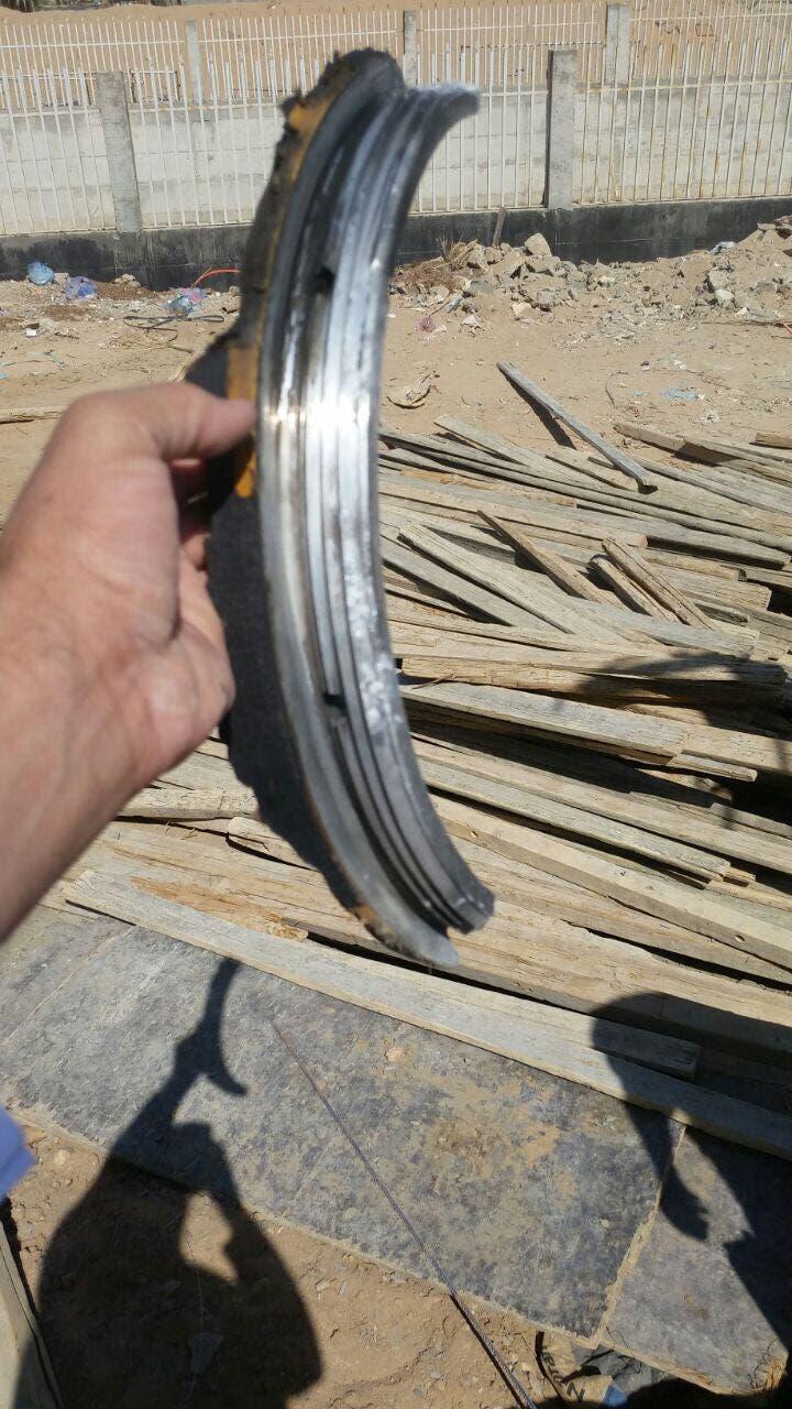 من بقايا حطام صاروخ باليستي أطلقه الحوثيون على نجران
