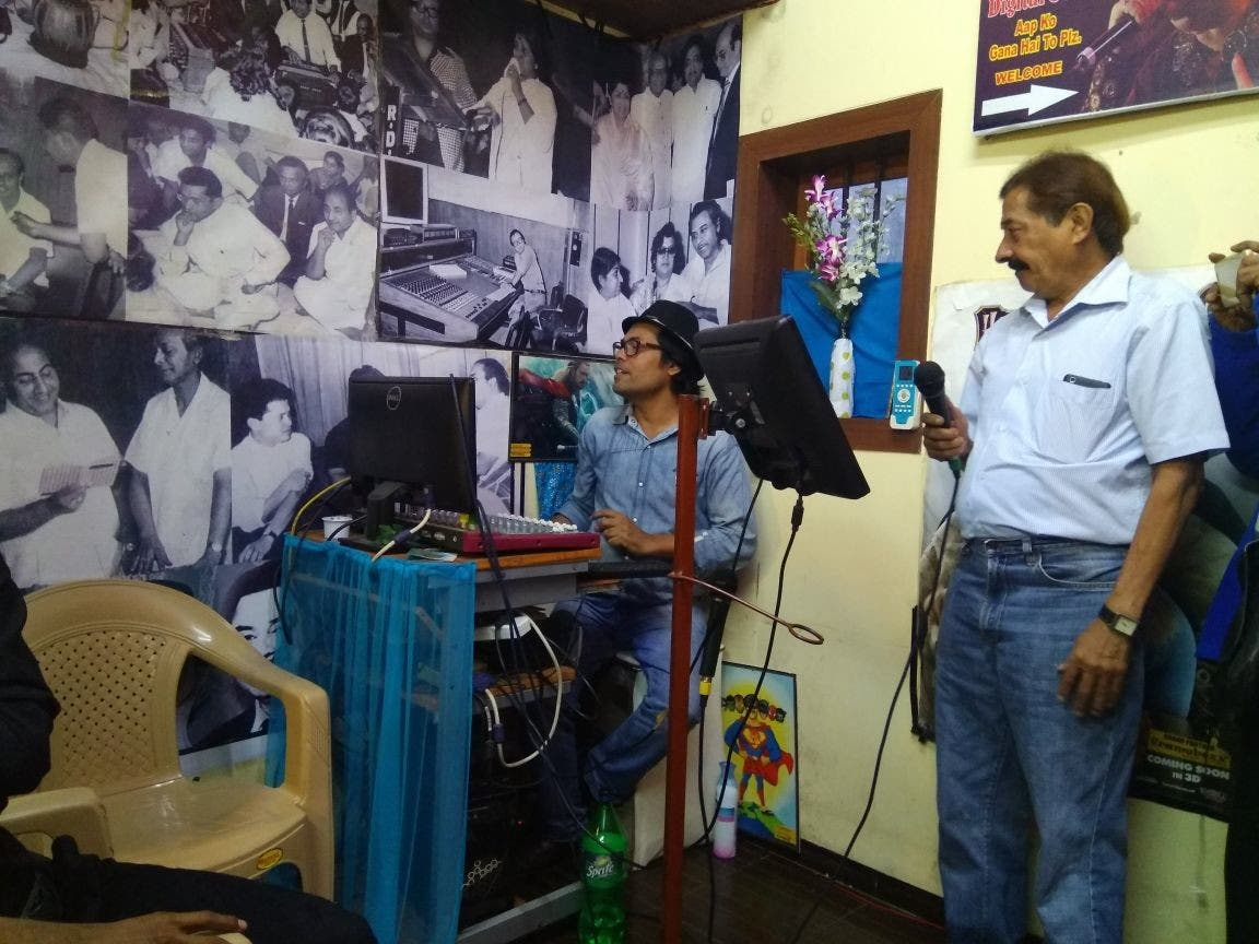Mumbai's music aficionados like Paresh Udeshi frequent Faizibhai's karaoke studio to sing old numbers to their heart's content. (Supplied)