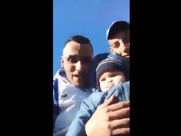 رضيعة في أحد قوارب الموت.. مشهد يغضب الجزائريين