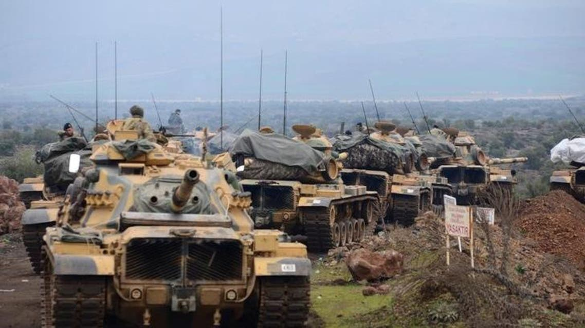 قوات تركية على الحدود السورية التركية يوم الأحد