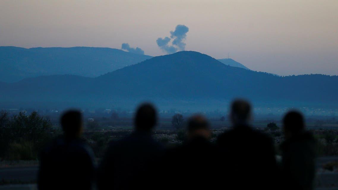 دخان يتصاعد من منطقة عفرين السورية في صورة التقطت من منطقة تركية على الحدود مع سوريا يوم السبت20 يناير