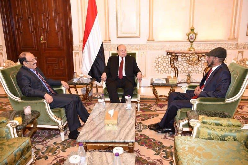 الرئيس اليمني عبد ربه منصور هادي خلال لقائه علي صالح الأحمر