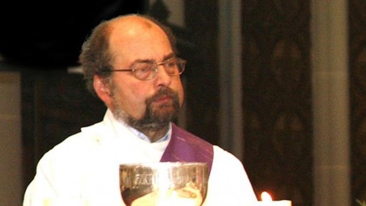 ايفو بوب في وظيفته الجديدة في كنيسة محلية