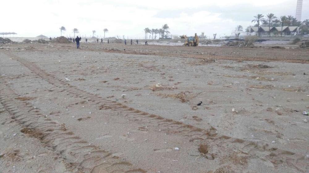 الشاطئ بعد تنظيفه
