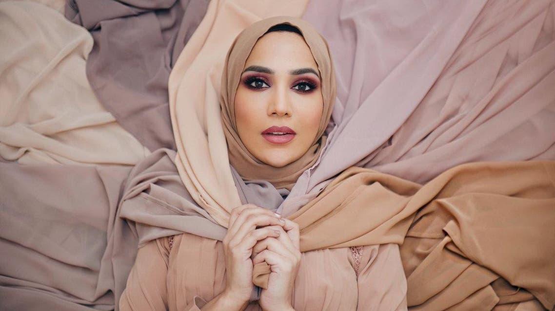 العارضة البريطانية أمينة خان