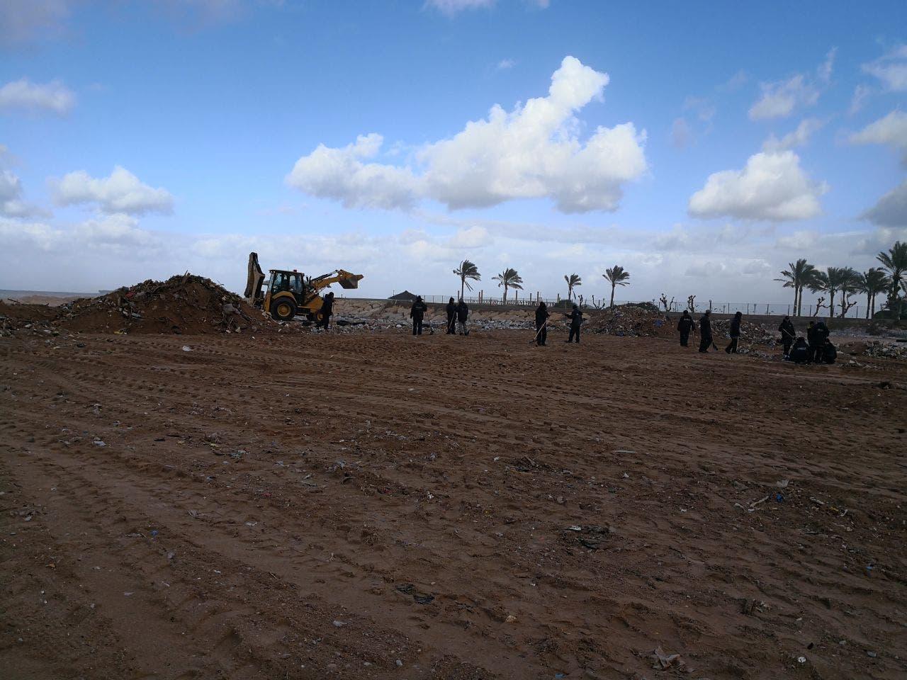 الشاطئ بعد التنظيف