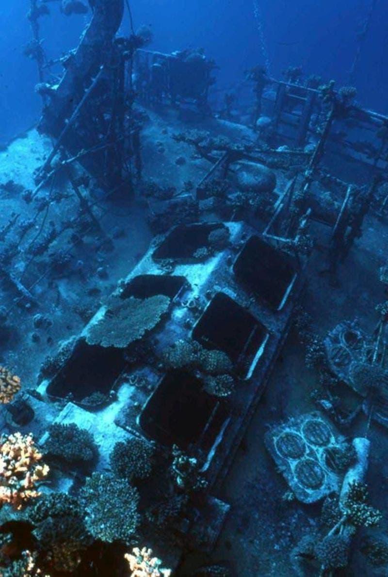 حطام إحدى السفن الغارقة في البحر الأحمر