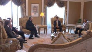 نجل صالح يلتقي مسؤولاً روسياً في مقر إقامته بالإمارات