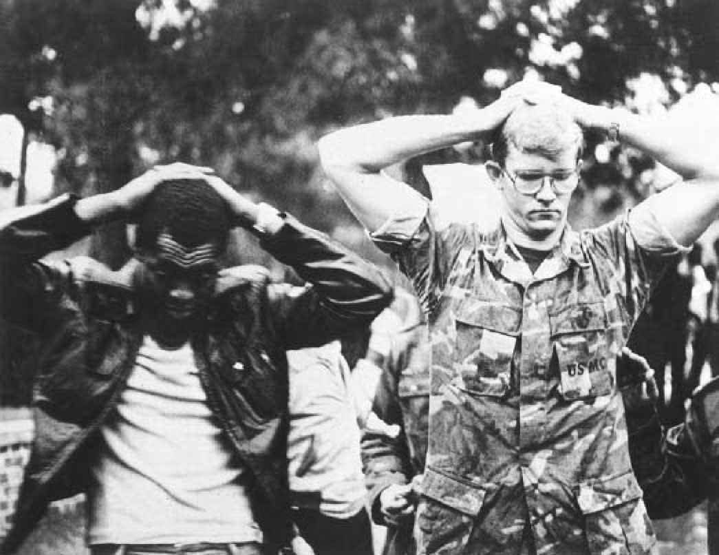 خامنئى ينتقد مقتحموا السفارة الامريكية فى طهران عام 1979