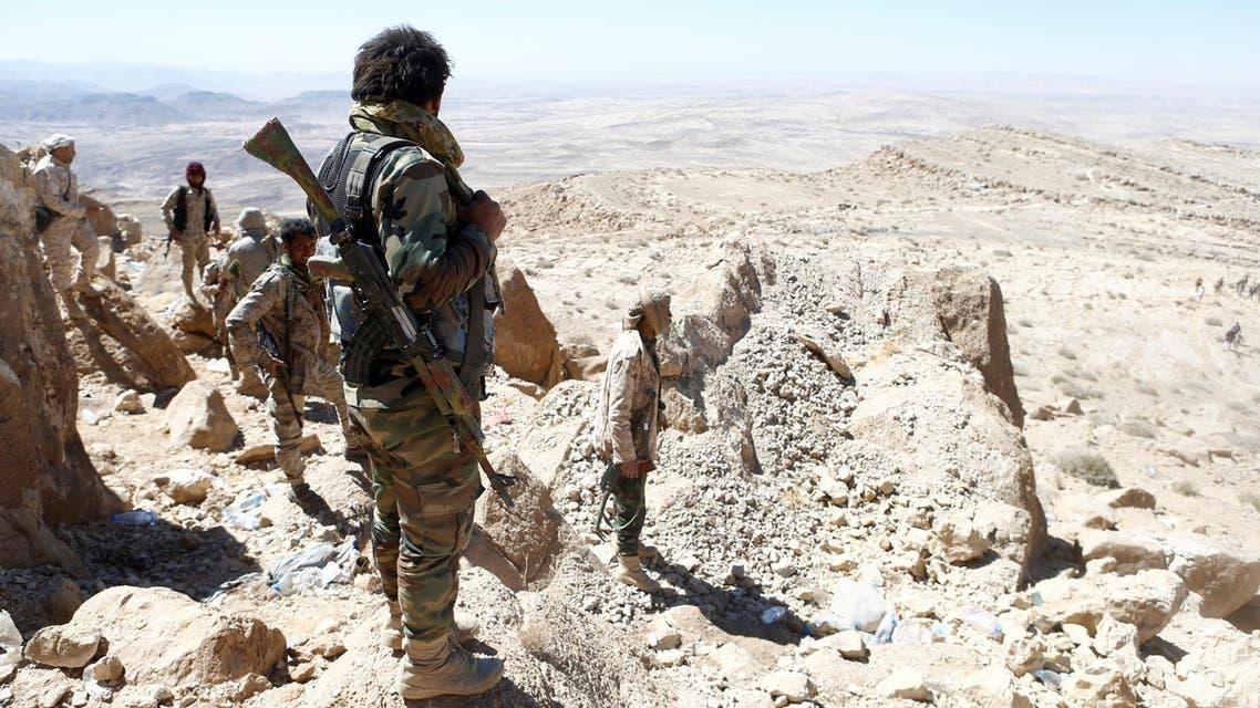 جنود يمنيون على جبل في منطقة نعمة بالقرب من صنعاء 27-1-2018