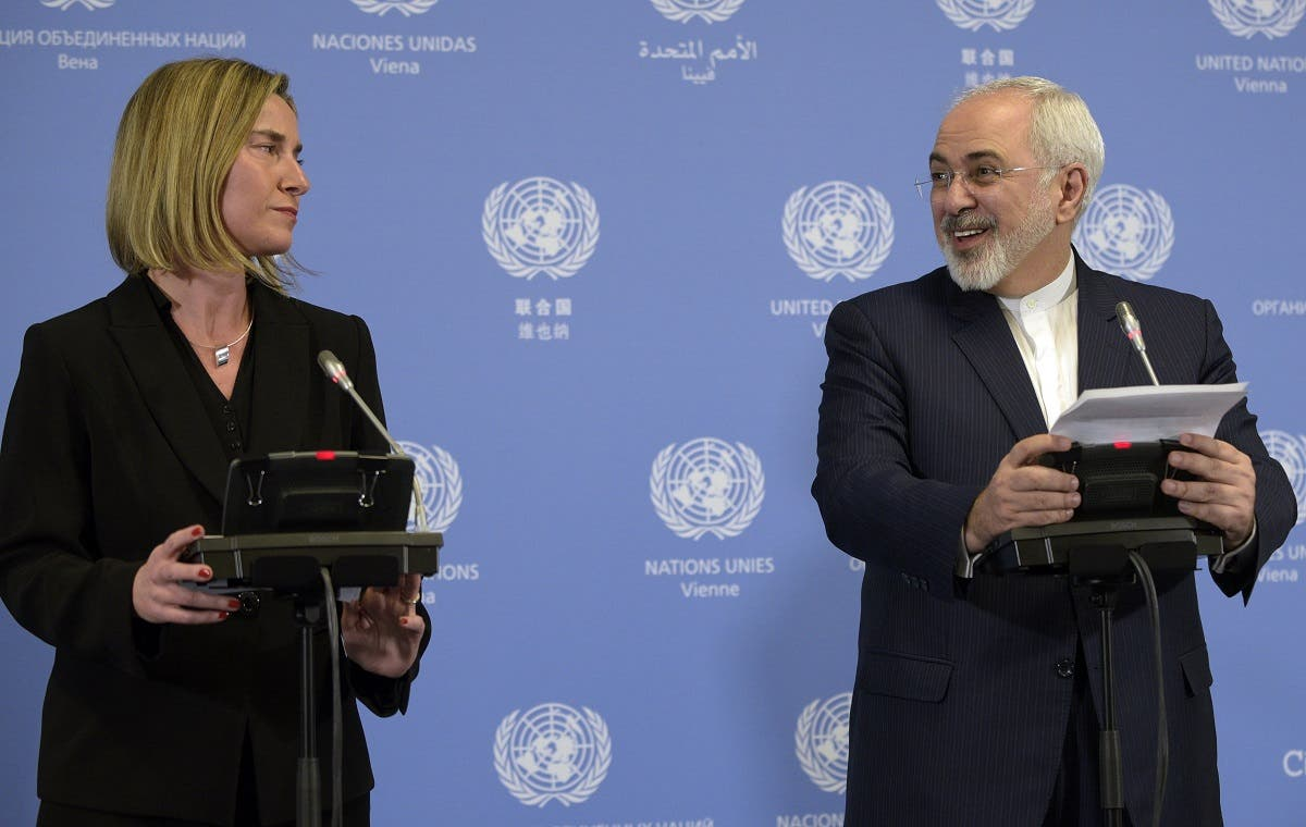 Iranian Foreign Minister Mohammad Javad Zarif and EU foreign policy chief Federica Mogherini hold a press conference in Vienna on January 16, 2016. (AFP)