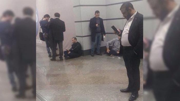 صور وفد الفصائل العسكرية السورية في المطار بعد مغادرته سوتشي لرفضه الدخول تحت علم النظام