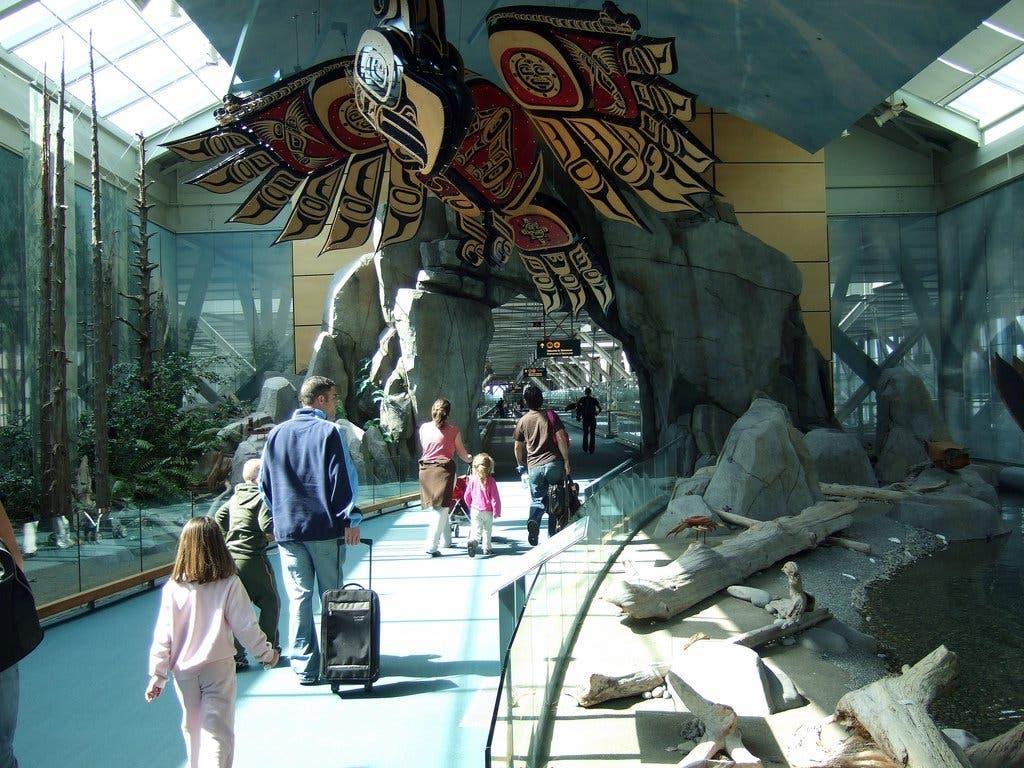 مطار فانكوفر الدولي في كندا