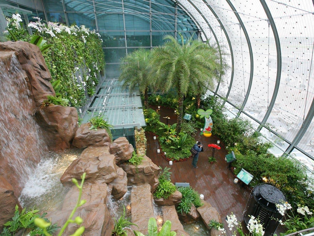 مطار تشانجي الدولي في سنغافورة