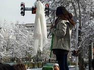 إيران تعاقب امرأة بالسجن عامين لخلعها الحجاب علناً