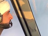 شاهد.. فزاع بهليكوبتر يشق الضباب فوق أبراج دبي