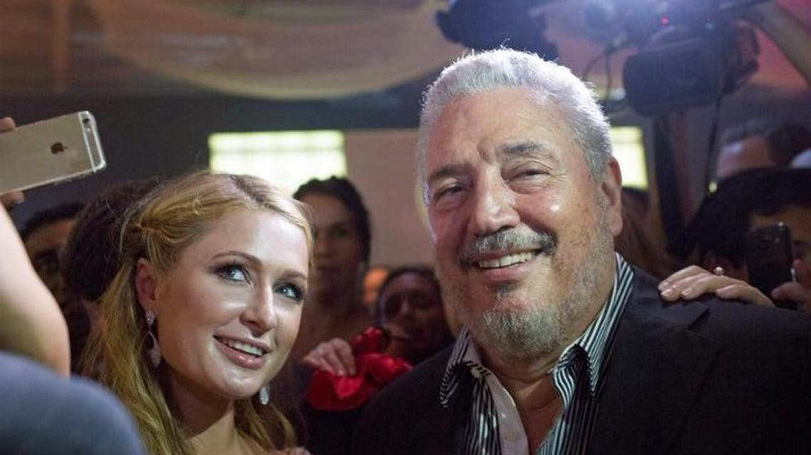 فيدل كاسترو دياز بالارت نجل زعيم الثورة الكوبية الراحل فيدل كاسترو مع الممثلة باريس هيلتون في هافانا