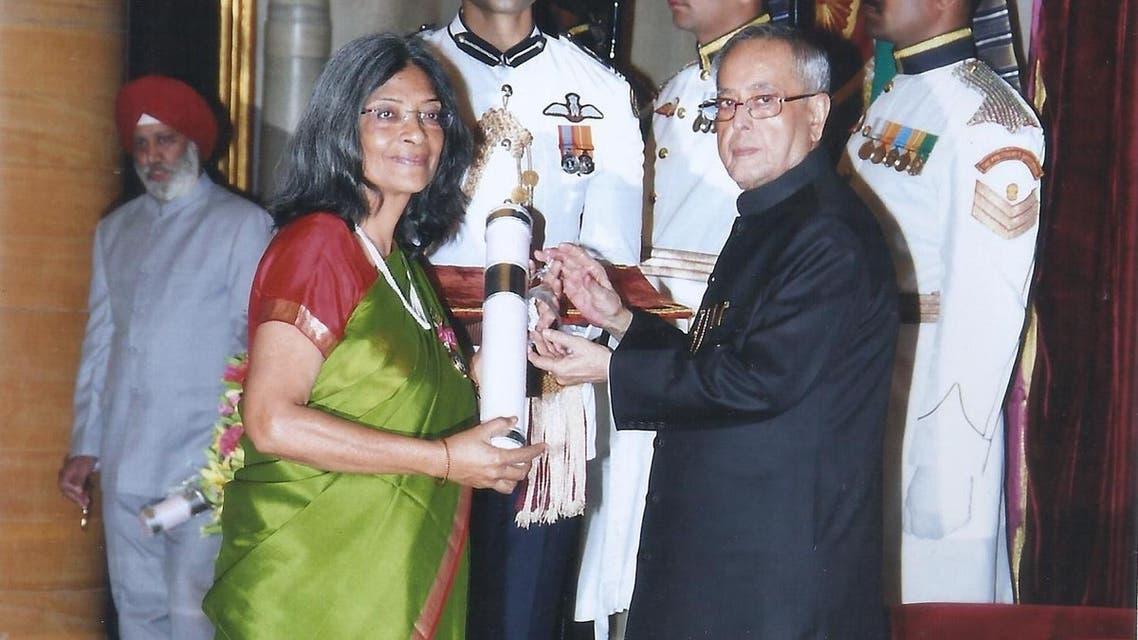 Parveen Talha receiving the Padma Shree from then President Pranab Mukherjee. (Supplied)