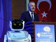 """فيديو.. روبوت يقاطع وزيراً تركياً و""""يزعجه"""""""