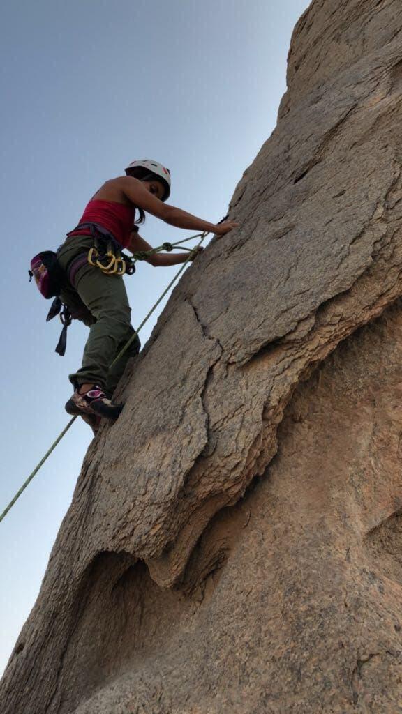 متسلقة جبال سعودية