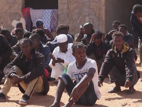 العفو الدولية: فرار أكثر من 100 مهاجر من سجون المهربين في ليبيا