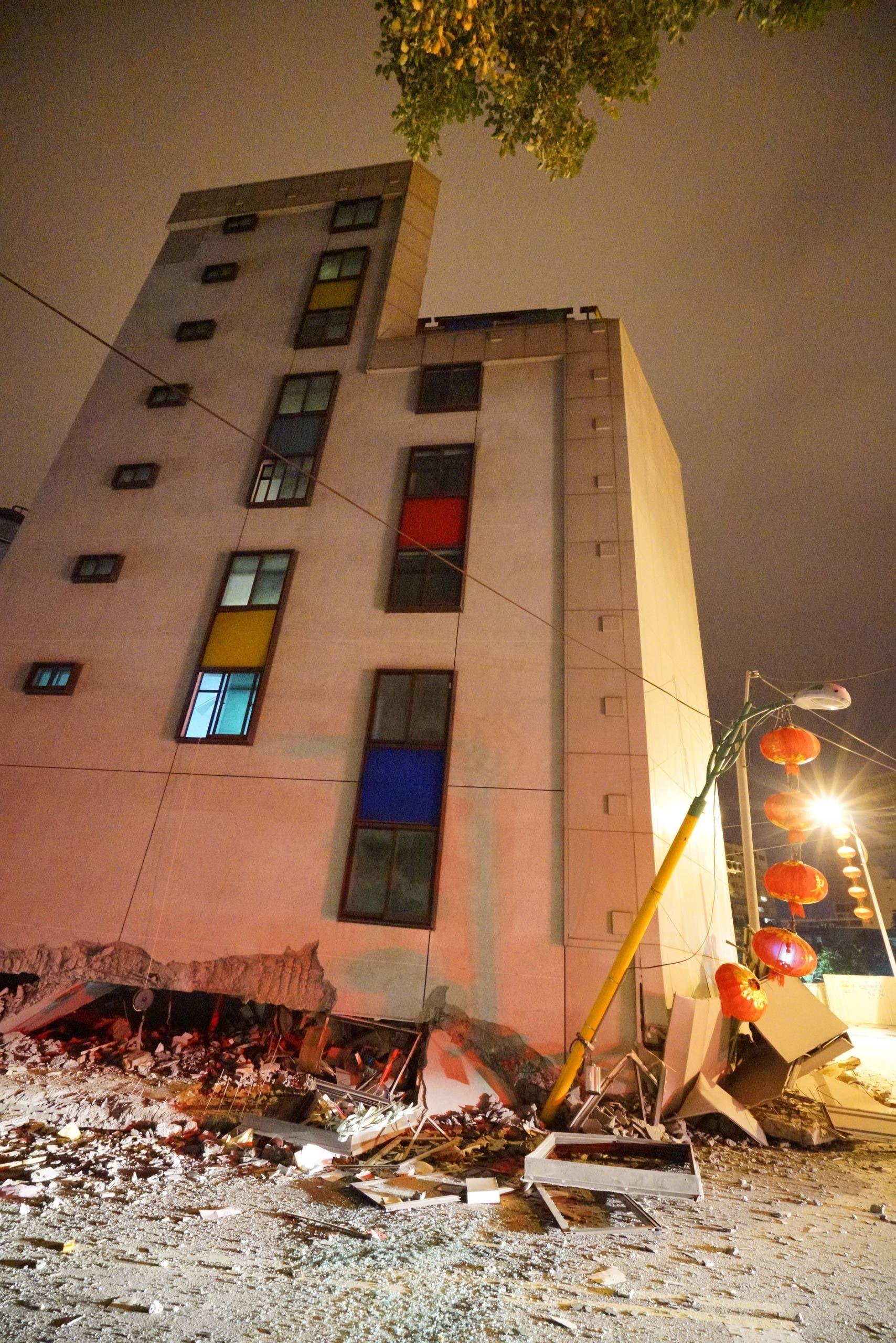 الفندق المتضرر من الزلزال