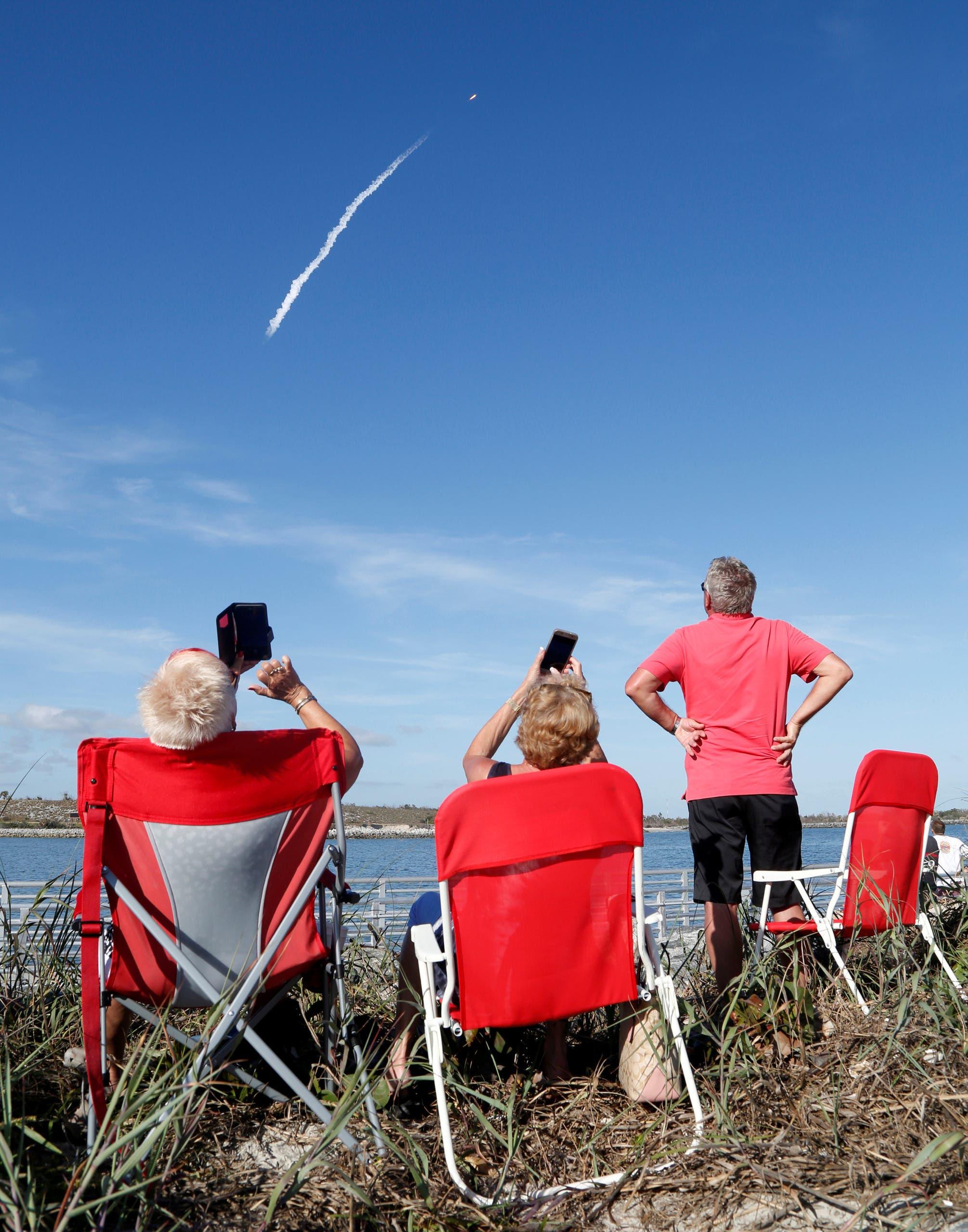 يشاهدون إطلاق أقوى صاروخ بالعالم للفضاء