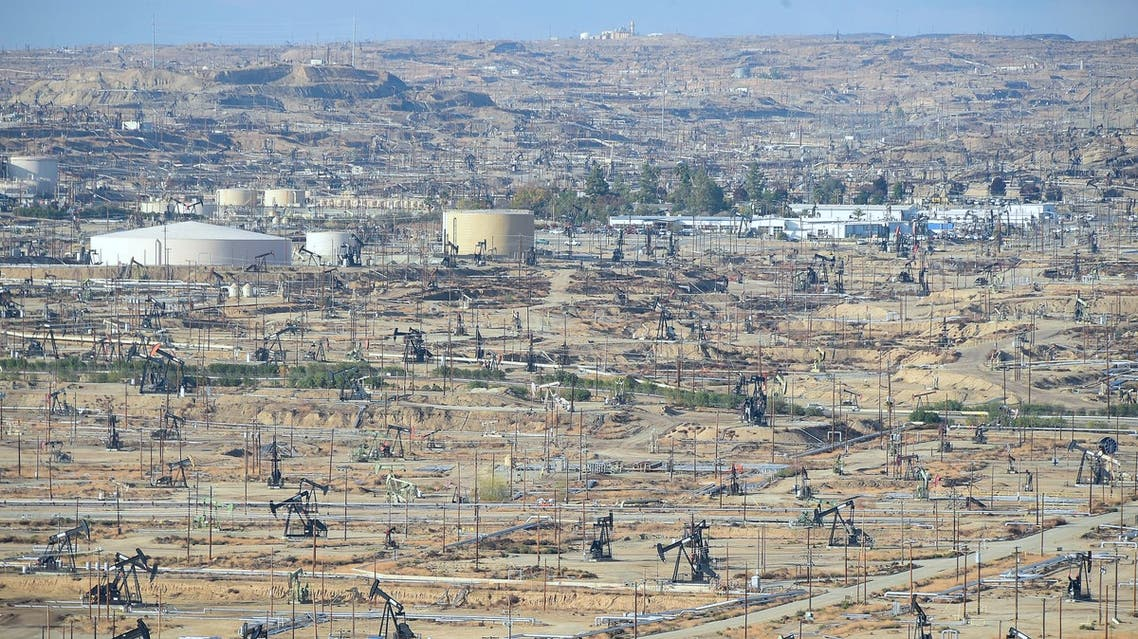 Oil derricks are seen at the Chevron Oil Field in Bakersfield, California on November 21, 2016. (AFP)