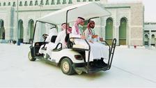 مسجد الحرام میں مریض زائرین کی سہولت کے لئے گالف بیٹری کاروں کی فراہمی