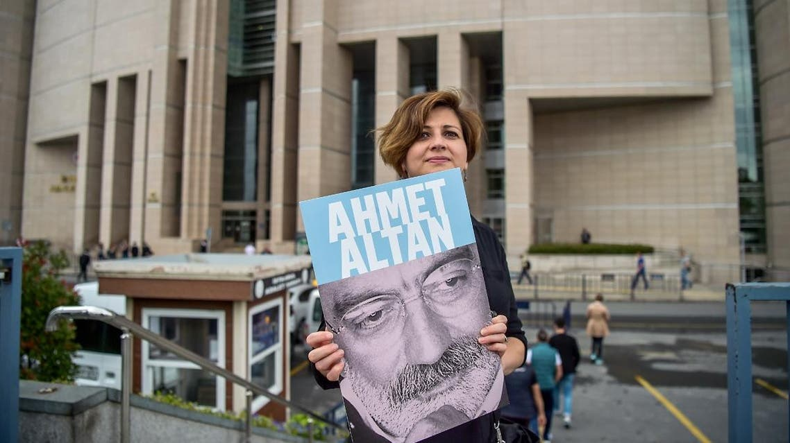A journalist poses with a portrait of Turkish journalist Ahmet Altan in front of the Istanbul courthouse. (AFP)