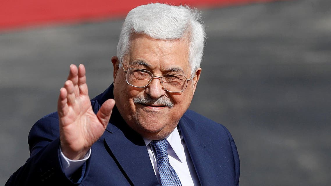 Palestinian President Mahmoud Abbas waves upon the arrival of India's Prime Minister Narendra Modi in Ramallah, in the occupied West Bank February 10, 2018. REUTERS/Mohamad Torokman