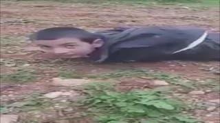 شاهد.. طفل داعشي يناشد الجيش الحر عدم قتله